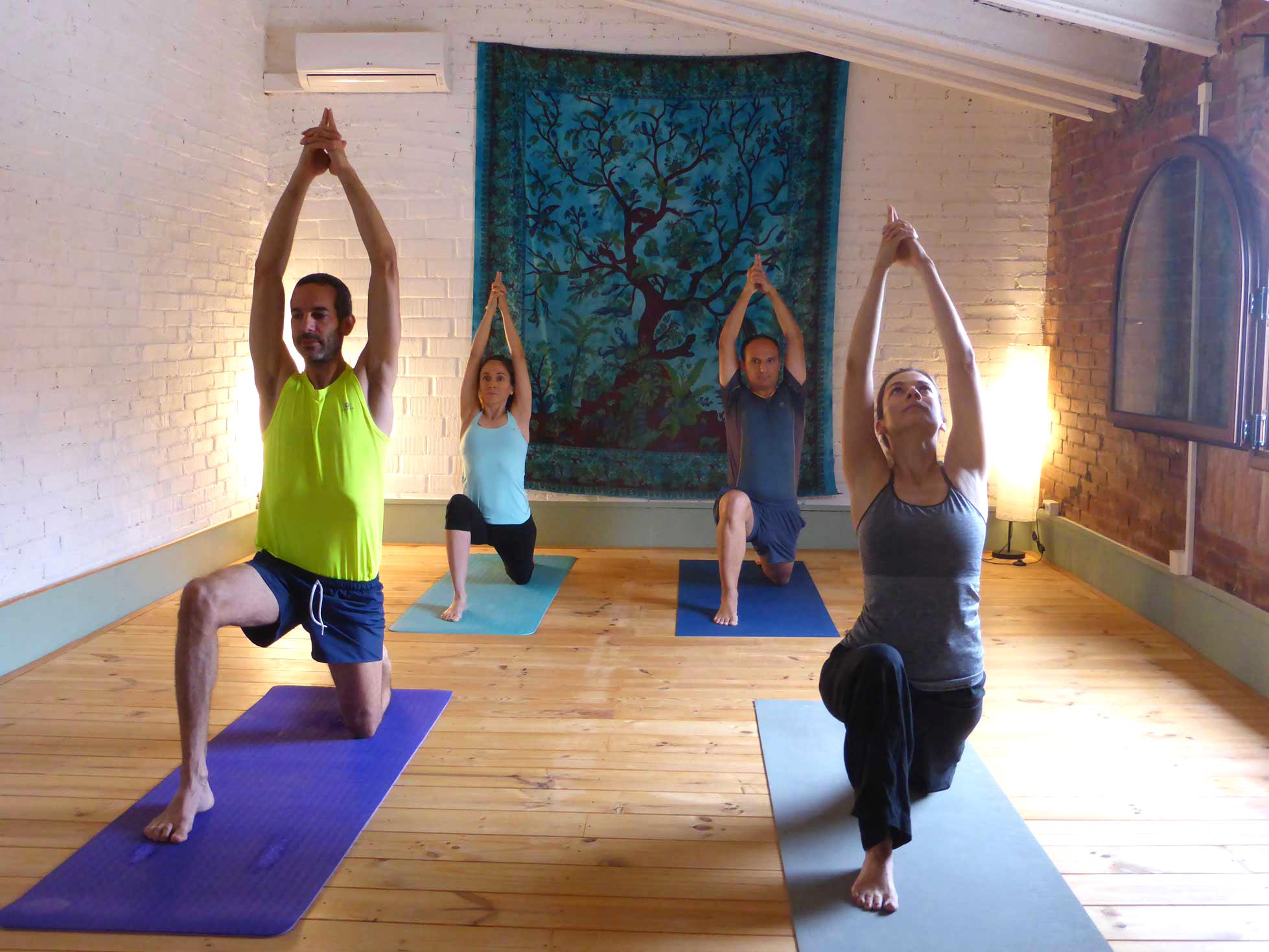 Retiro de yoga y meditaci n en catalunya yoga poblenou for Decoracion de espacios para meditar